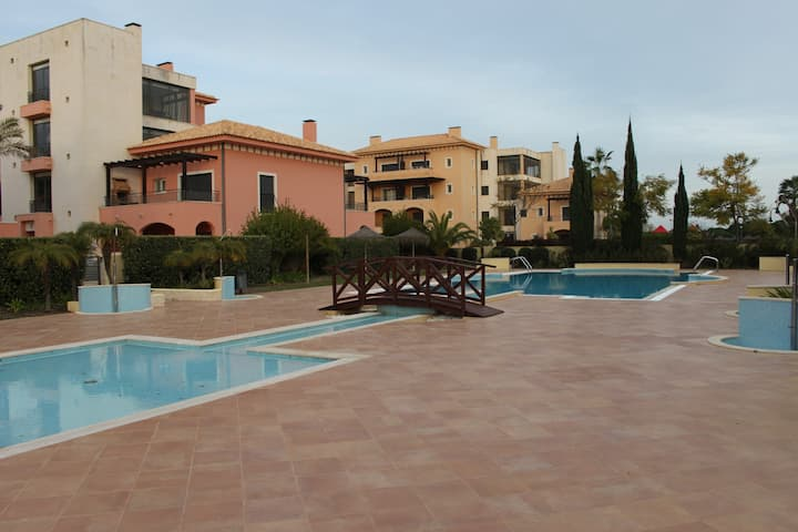 2 Bed Luxury Apartment with shared pool