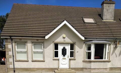 Entire House, 3 bedrooms, sleeps 8, Ballycastle