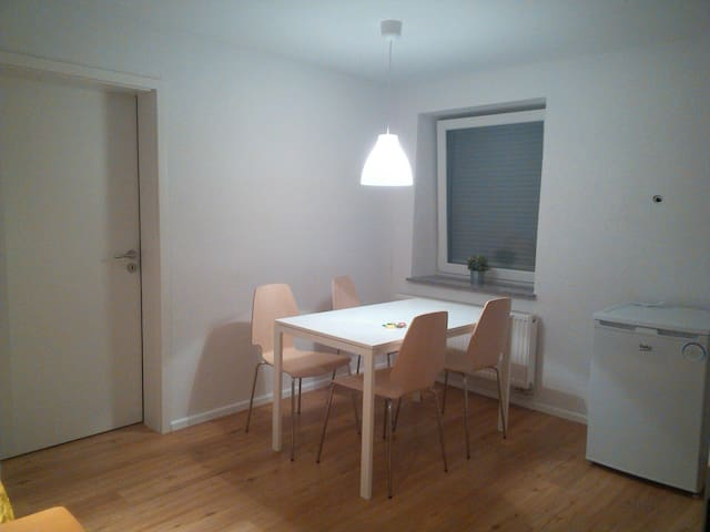 Modern apartment, 4 beds & free parking (Ref F53M) - Basel - Apartment