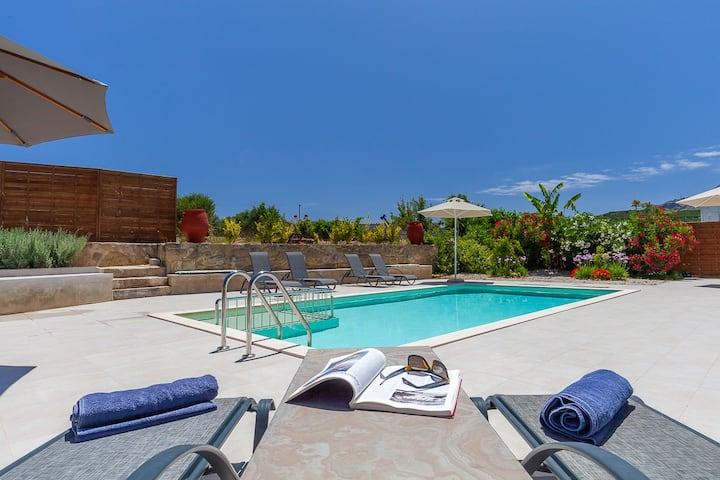 Calm,privacy, private pool at Trialonialuxuryvilla