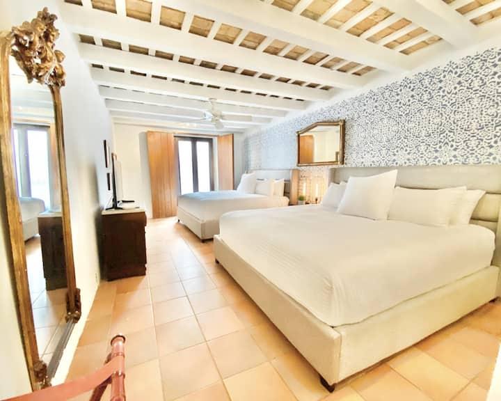 El Palacete Suite 1 for 4 with 2 King Beds Sitting Area En-suite Bathroom POOL