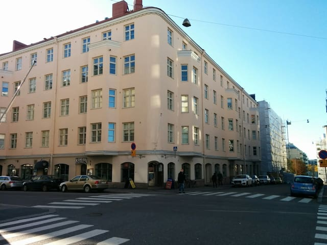 Eerikinkatu 48 E 00180 Helsinki.