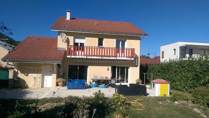 Calm family-friendly villa à Echenevex !