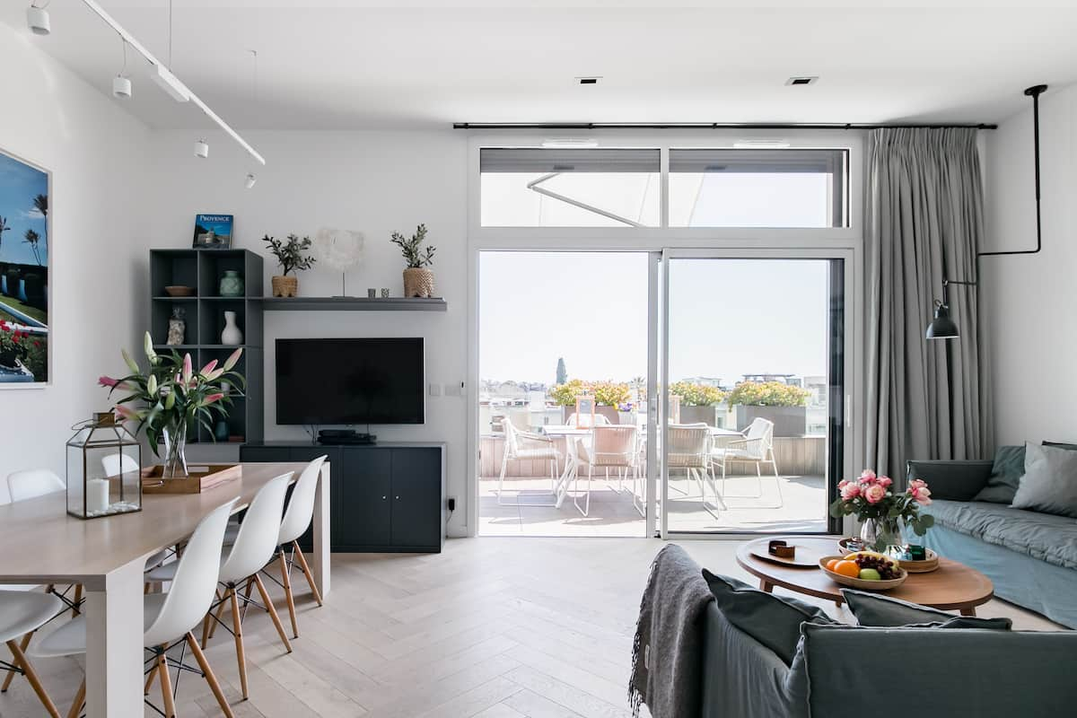Picturesque Views from a Radiant Penthouse