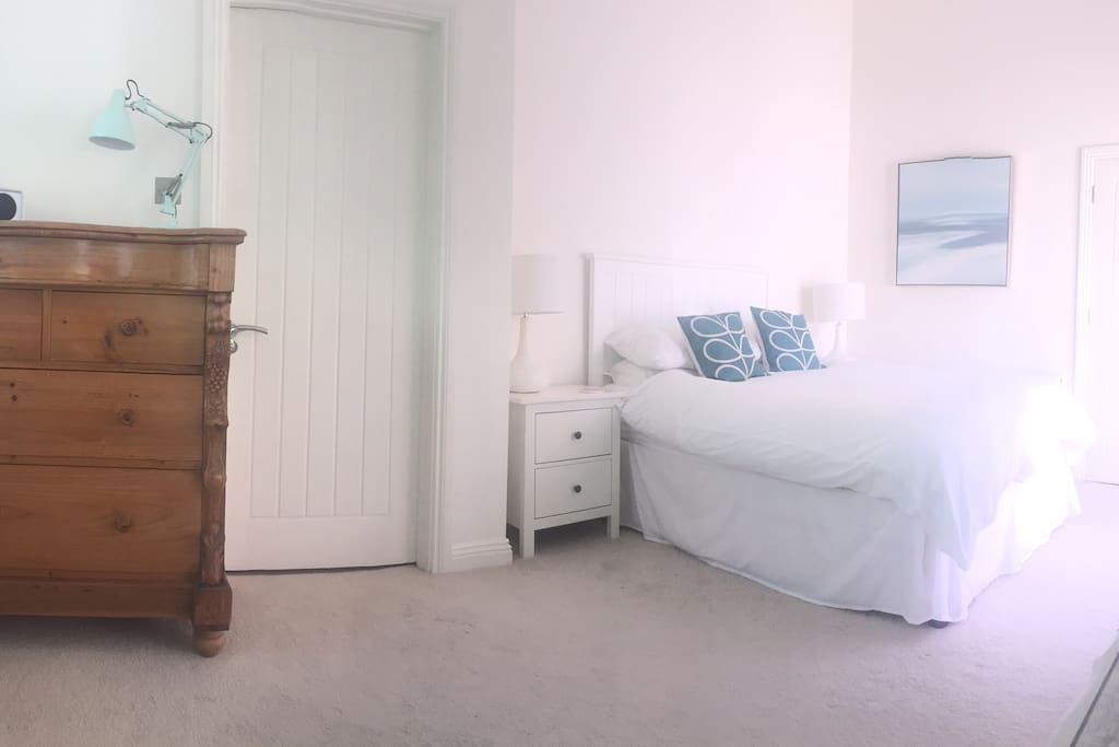 Ensuite Room To Rent In Poole