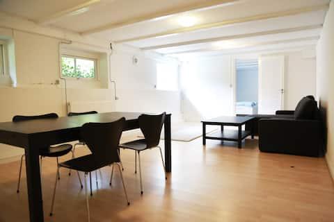 Apartment in villa close to city & beach
