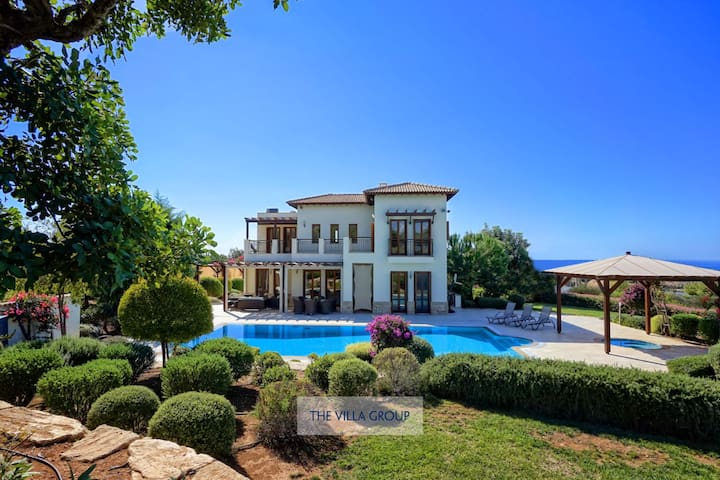 5 bedroom luxury villa on Aphrodite Hills Resort