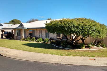 Lucy's Lodge: Close to Beach, Park, Town & Jetty - Geographe - House