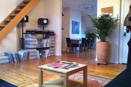 Bright and spacious Duplex in Chatelain - Ixelles - Apartament