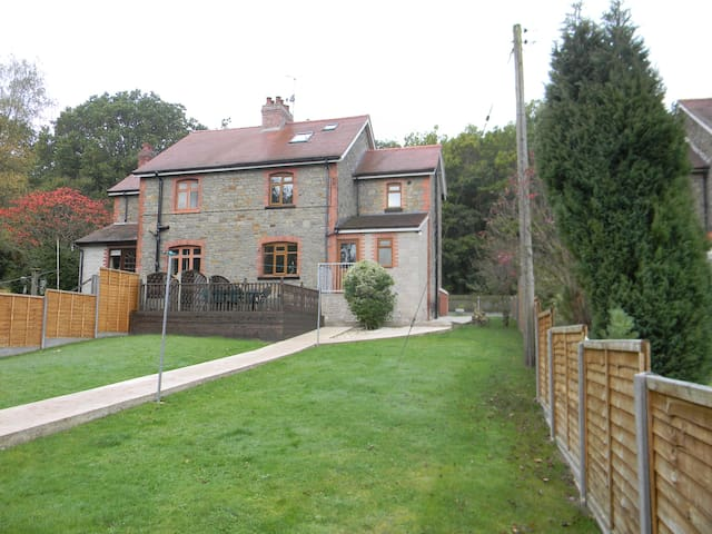 Oakwood Cottage in the heart of the Forest of Dean