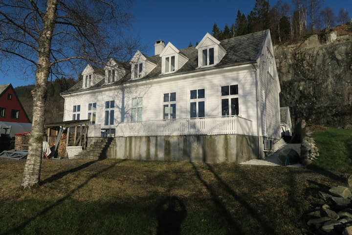House close to the lake in Bergen - Bergen - Hus