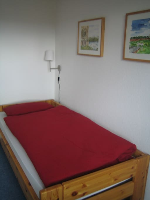 Bett mit Leselampe