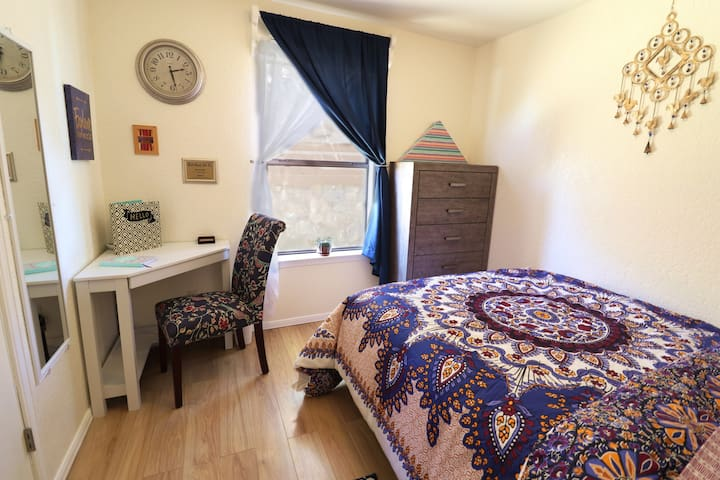 Newly Renovated, Private & Comfortable Bed & Bath