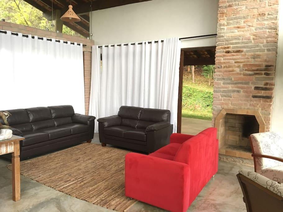 Sala de estar com 3 sofás