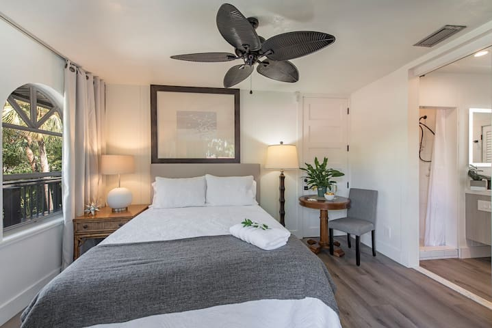 Petite yet Lux queen studio,  queen bed table and chair en-suite to amazing Lux soaking tub Bathroom with small shower, mini fridge, microwave, coffee, and washer dryer. Love the walk out private entry onto narrow seating area on wrap around deck.