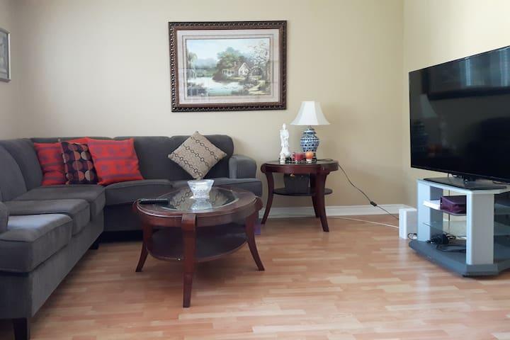 Quiet comfy room near 401/404 and SENECA COLLEGE