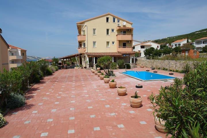 Apartment -swimming pool, Beautiful place, beach - Stara Novalja