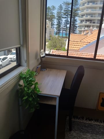 Private Sunny room Manly Beach!! Perfect Location