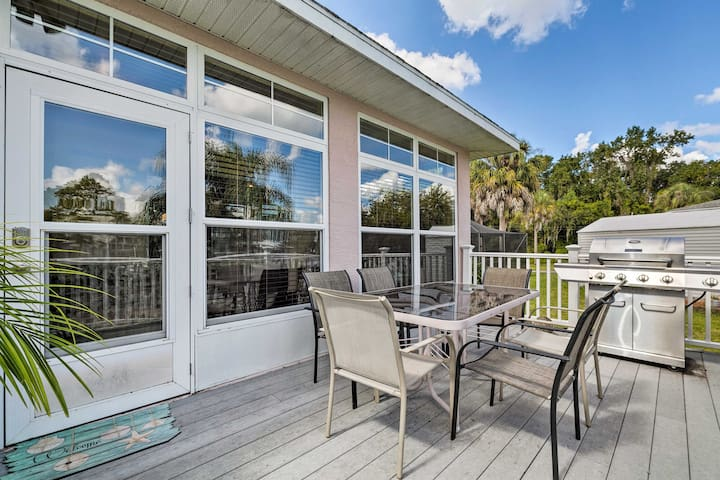 NEW! Waterfront Crystal River House w/Dock, Kayaks