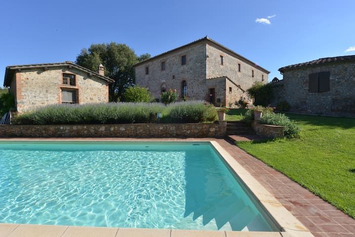 Cottage pool,freeWiFi,parking,garden,Monteriggioni