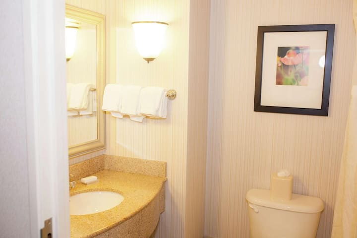 Homely Suite Two Double Beds At Redding