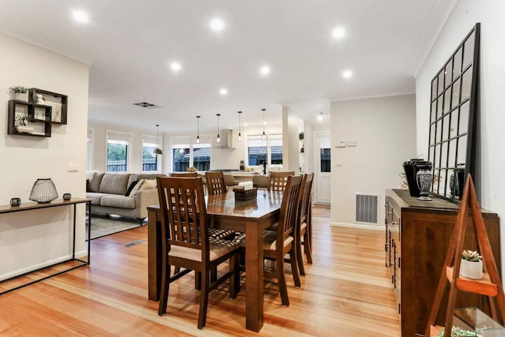 Melbourne Airport Luxury Home