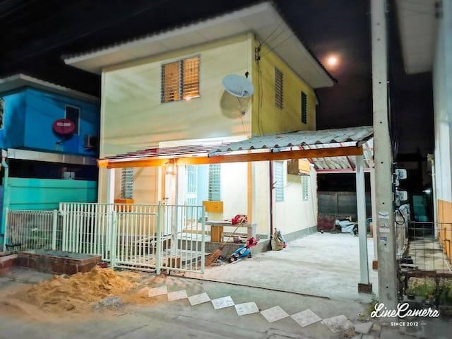 Yellow Pastel House&garden Lat lum keaw