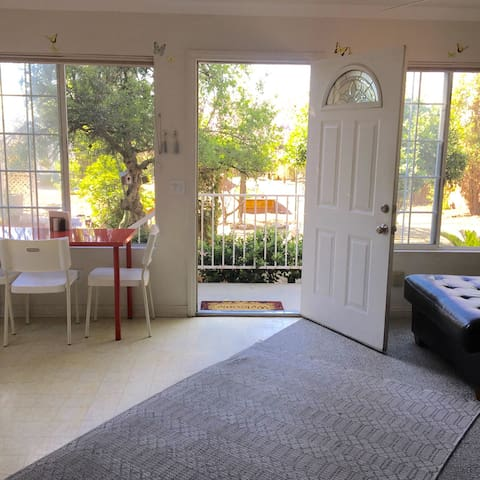 The Rose Cottage with Garden Views - Rancho Cucamonga