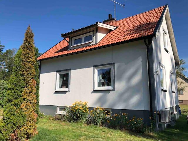 Villa Movägen • AC • Gratis Wifi • 5 min Badesee