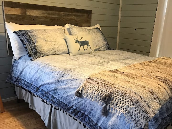 Leeway Cottages: The Texan