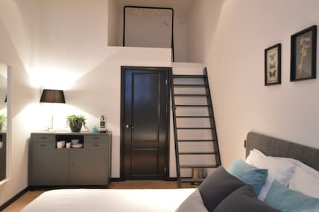Renovated studio in the Pijp near Park and Market - Amsterdam
