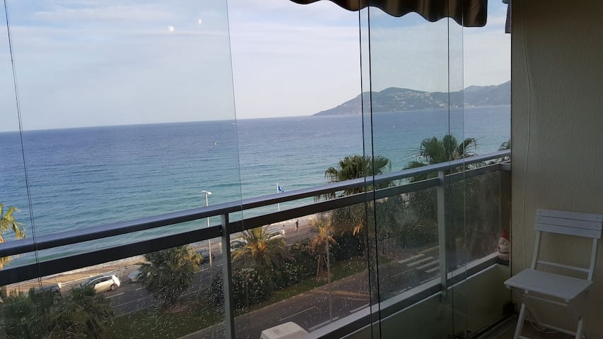 Beach front flat with spectacular sea view