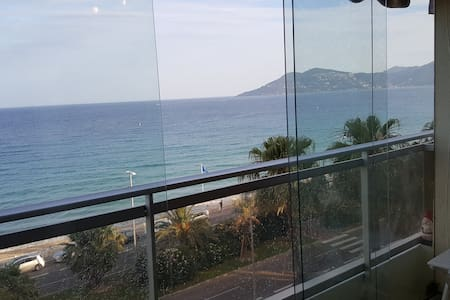 Beach front airconditioned flat, full sea view