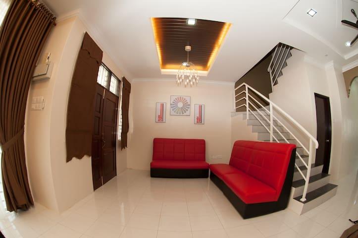 Rizqs Premier Homestay - Kangar - House