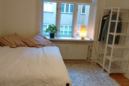 Quiet room in Nørrebro, close to everything  :-) - Copenhagen - Apartment