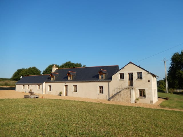 Farmhouse in rural setting - Broc - House