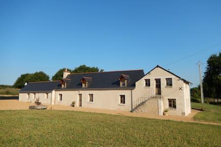 Farmhouse in rural setting - Broc