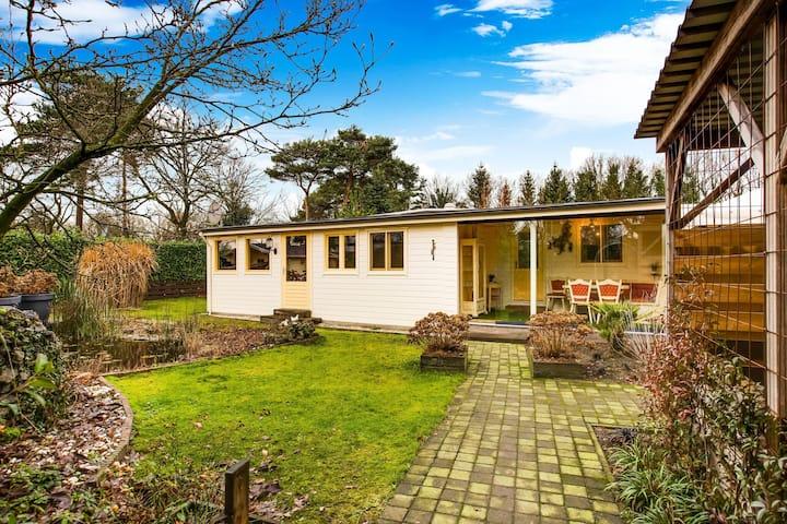 Accogliente bungalow a Meerlo con giardino