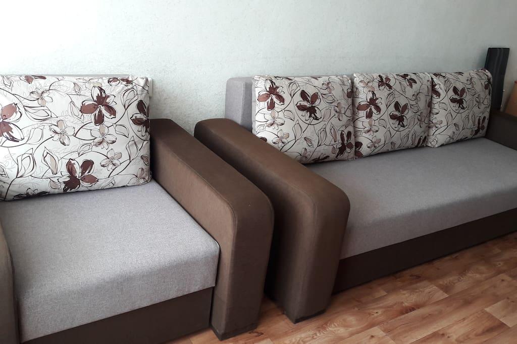 Удобный новый диван с креслом