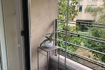 近巴黎里昂火车站, 交通便利, 安全一室一厅整房出租。可做饭,干净整洁。