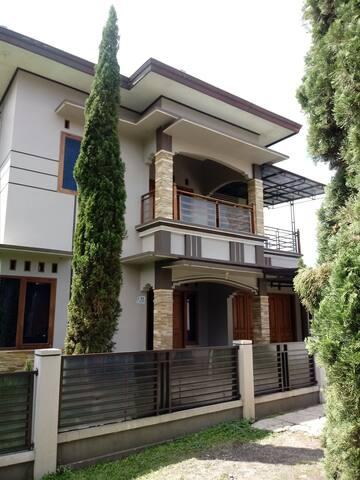 """Villa Croale """"Croatian in Lembang"""" - Lembang - Huvila"""
