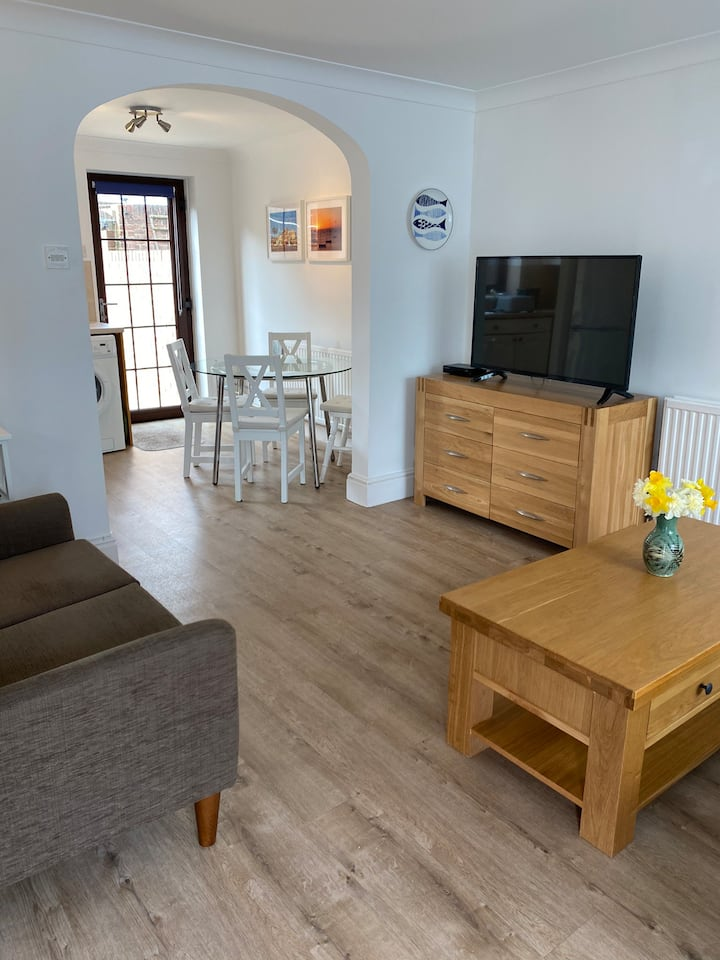 Self catering cottage, central Seaview