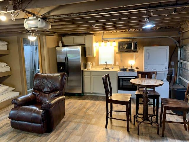 Kitchen, Luandry, Breakfast table, recliner