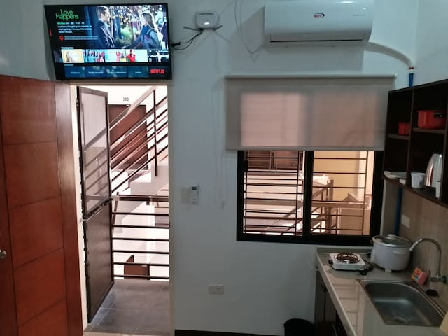 New Room 202 WiFi Smart TV Netflix Clark Angeles