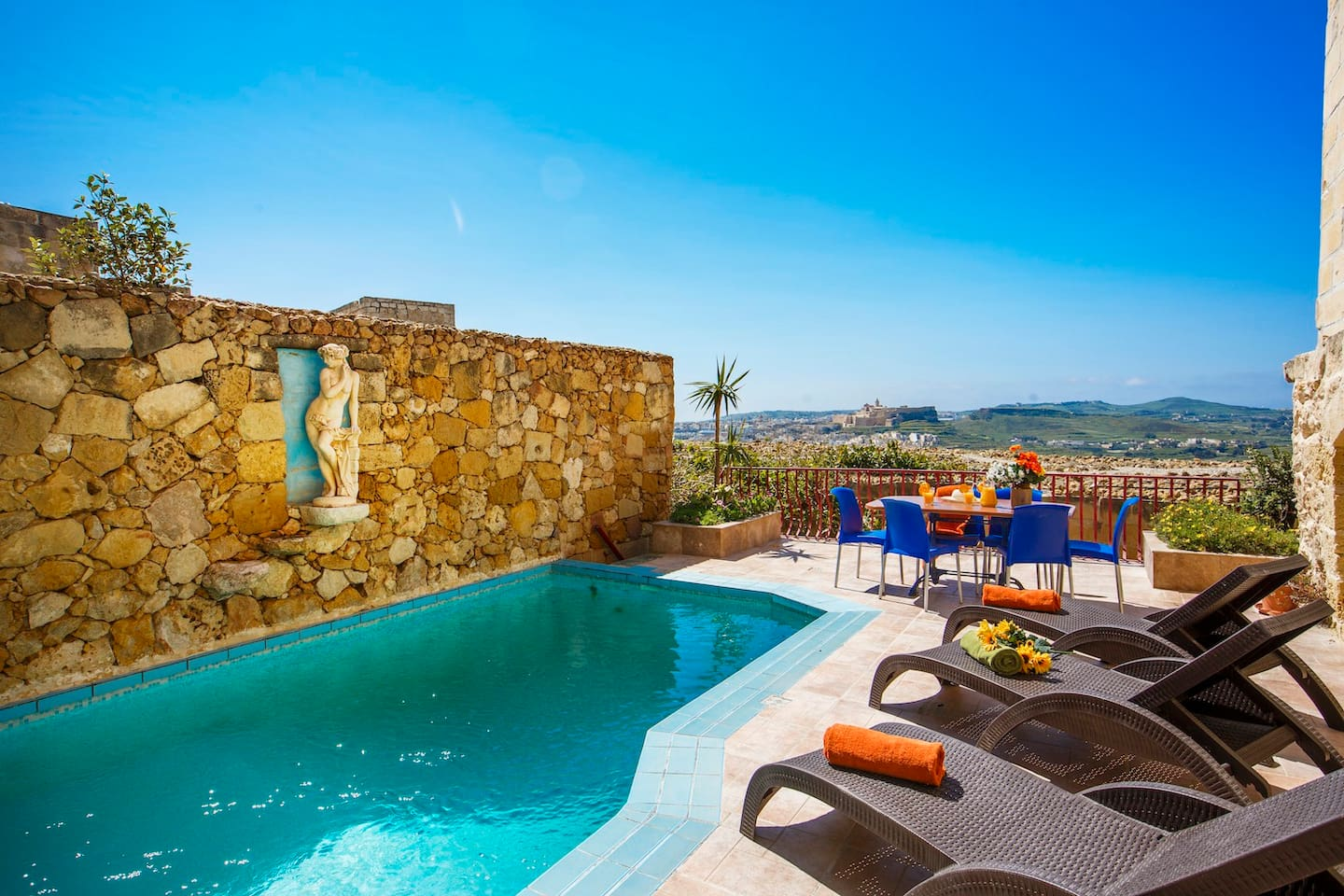 Private pool and stunning views of the citadel in Victoria
