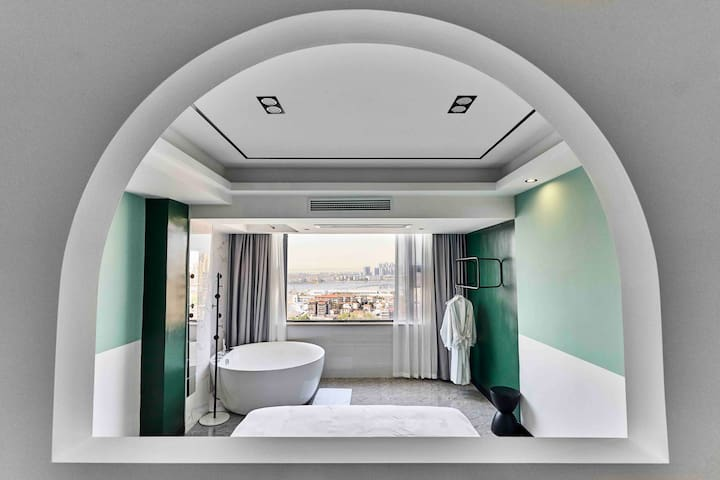 【匠心·戚风】超大浴缸投影房/岳阳楼区/百盛商场