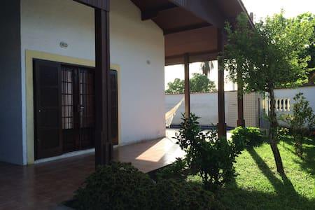 Casa familiar Em Itanhaem - イタニャエン