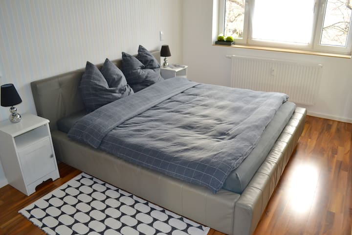 Comfy Double-Bed Room (1,80 x 2 m)