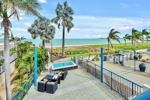 Beachfront Villa with private pool
