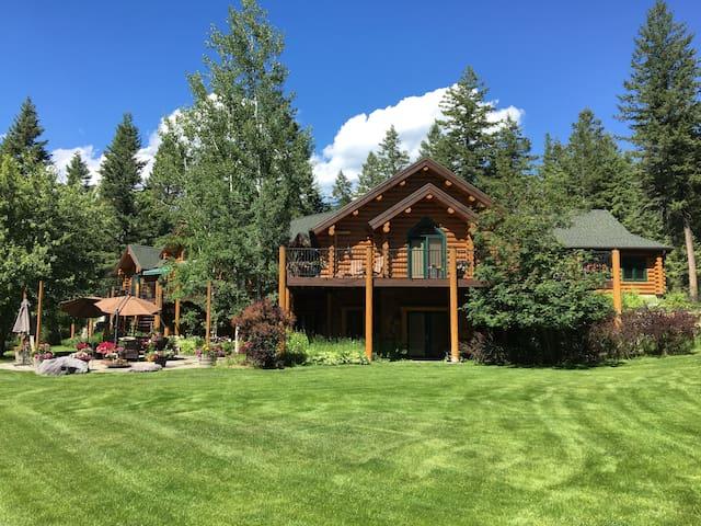 Log Guest House–Luxury Private Estate / Glacier
